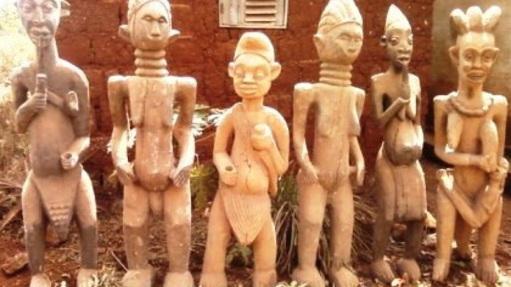 Buy We offer fine antique Tabwa sculpture carved of many collections of wood